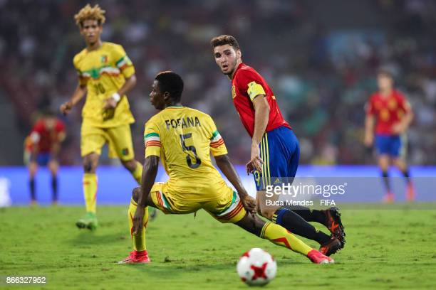 Mamadi Fofana of Mali battles for the ball with Abel Ruiz of Spain during the FIFA U17 World Cup India 2017 Semi Final match between Mali and Spain...
