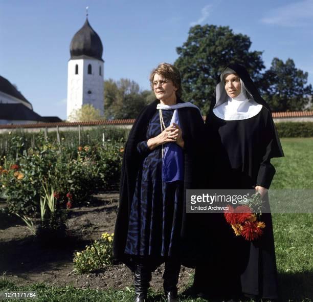 Mami geht ins Kloster / MARIA SCHELL und EVA KRYLL .