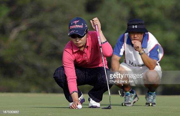 Mamiko Higa of Japan prepares to putt on the 18th hole during the final round of the Mizuno Classic at Kintetsu Kashikojima Country Club on November...
