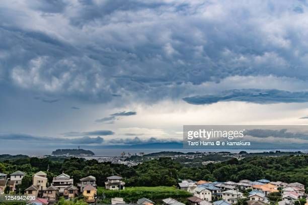 mammatus clouds on the residential district by the beach in kanagawa prefecture of japan - taro hama ストックフォトと画像