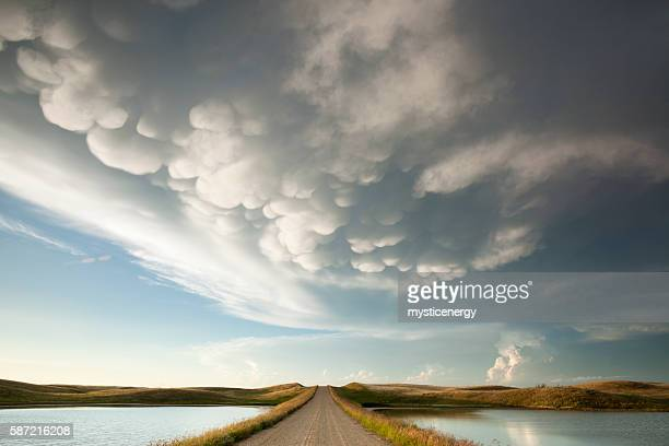 mammatus storm clouds saskatchewan - weather stock pictures, royalty-free photos & images