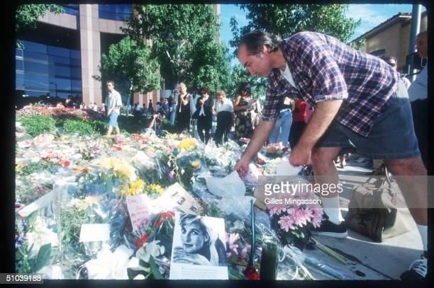 Man Adds A Bouquet To An Impromptu Memorial For The Late Pincess Diana September 2 1997 In Los Angeles Ca Princess Diana Died August 311997 In Paris...