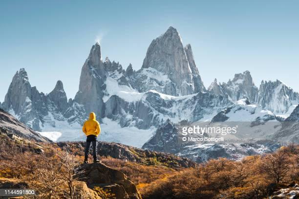 man admiring mt fitz roy, patagonia, argentina - 山岳地帯 ストックフォトと画像