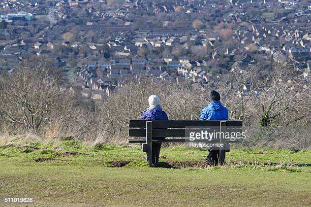 man and a woman sat on a bench - escarpment stock pictures, royalty-free photos & images