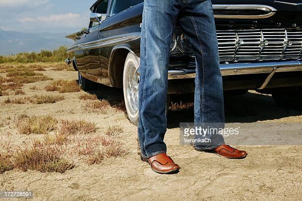 Hombre y automóvil