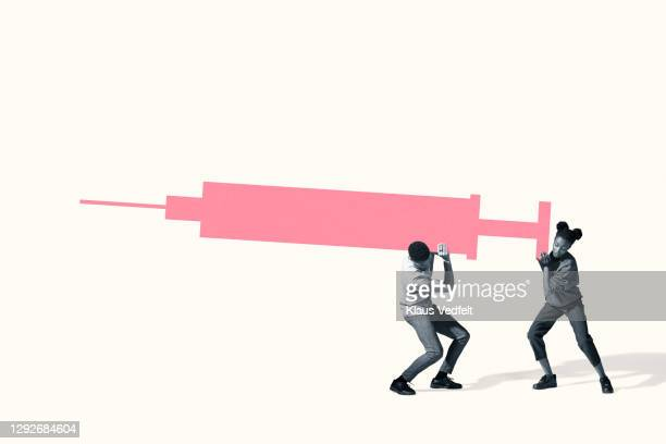 man and woman carrying large heavy injection - oresund region stock pictures, royalty-free photos & images