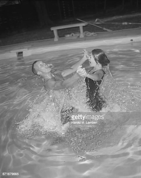man and woman enjoying in swimming pool - {{relatedsearchurl(carousel.phrase)}} fotografías e imágenes de stock