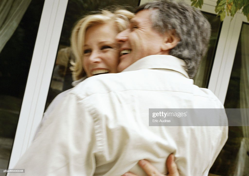 Man and woman hugging, rear view, blurred : Stockfoto