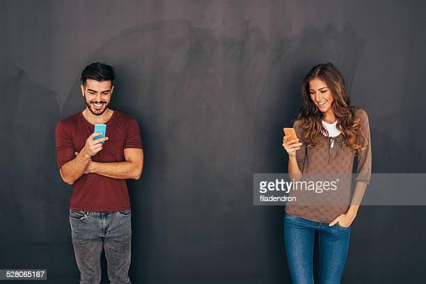 男性と女性の社会的ネットワークのコンセプト