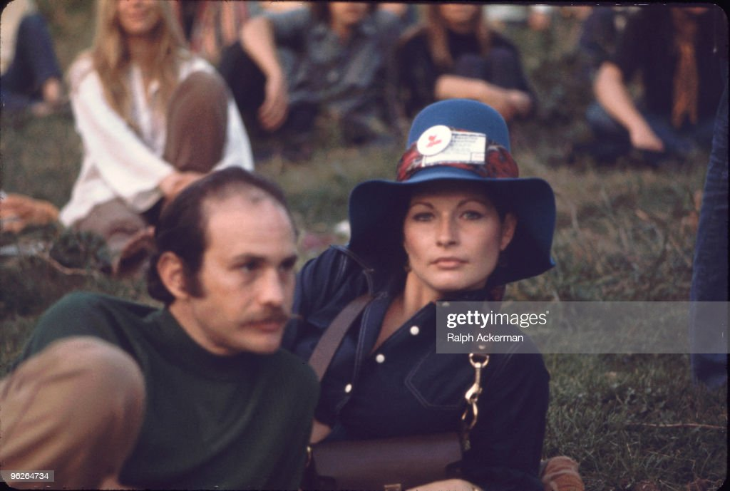 Couple At Woodstock : News Photo