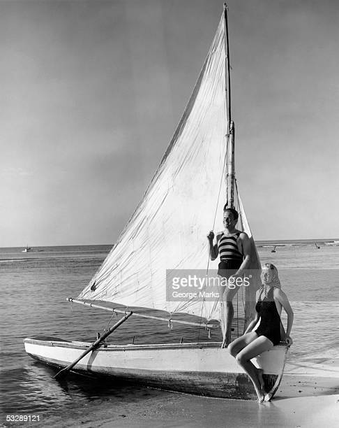 man and woman on sail boat - voilier noir et blanc photos et images de collection