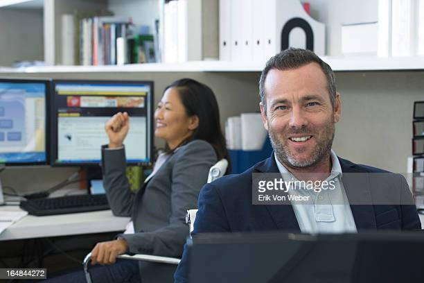 man and woman smiling in sm mod office - hitech mod a stock pictures, royalty-free photos & images