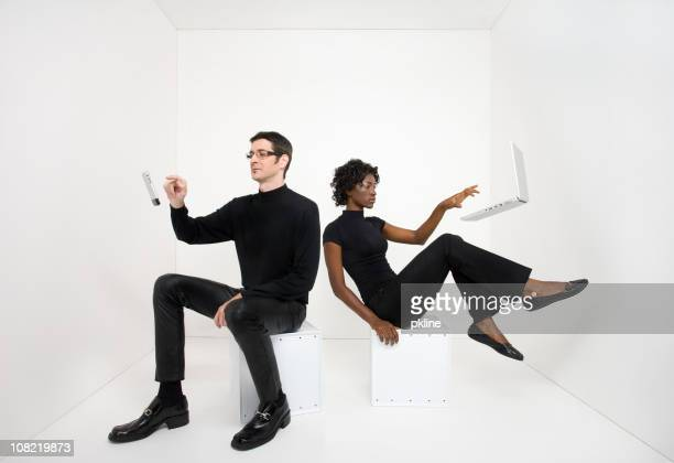 man and woman using floating electronic devices - in de lucht zwevend stockfoto's en -beelden