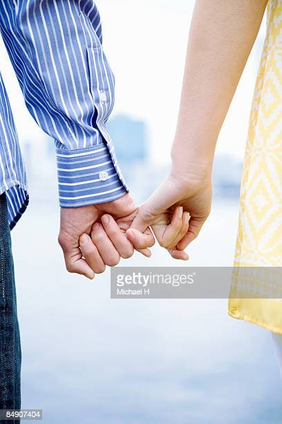 Man and woman who ties its hand