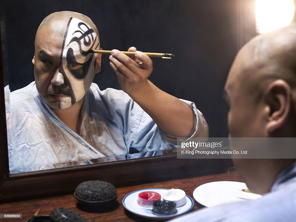 Man applying makeup for Chinese Opera : Stock Photo
