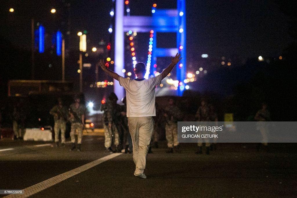 TURKEY-POLITICS-MILITARY-COUP : Fotografía de noticias