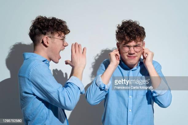 man arguing with himself. - 対決 ストックフォトと画像