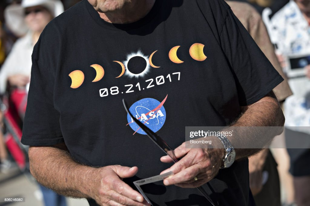 A man arrives wearing a National Aeronautics and Space Administration (NASA) shirt ahead of a solar eclipse viewing event on the campus of Southern Illinois University (SIU) in Carbondale, Illinois, U.S., on Monday, Aug. 21, 2017. Millions of Americans across a 70-mile-wide (113-kilometer) corridor from Oregon to South Carolinawill see the sky darken as the sun disappears from view, albeit for only a few minutes at a time. Photographer: Daniel Acker/Bloomberg via Getty Images