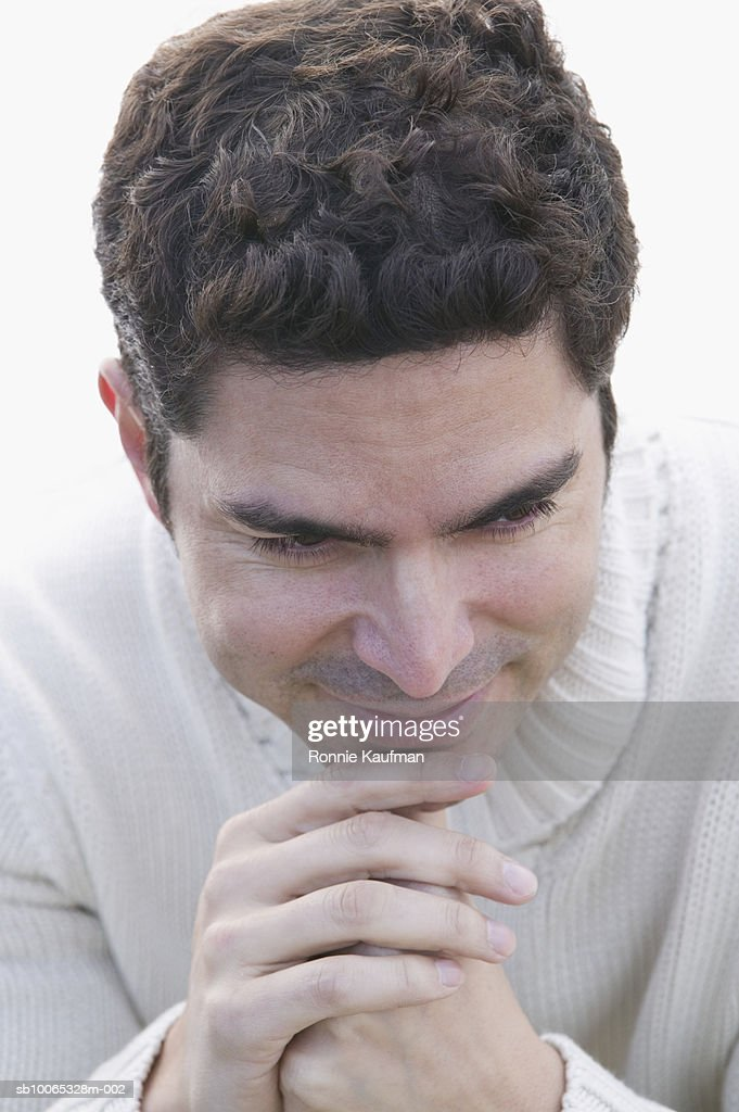 Man at beach, smiling, close-up : Foto stock