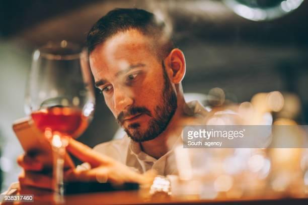 man at the bar - ubriaco foto e immagini stock