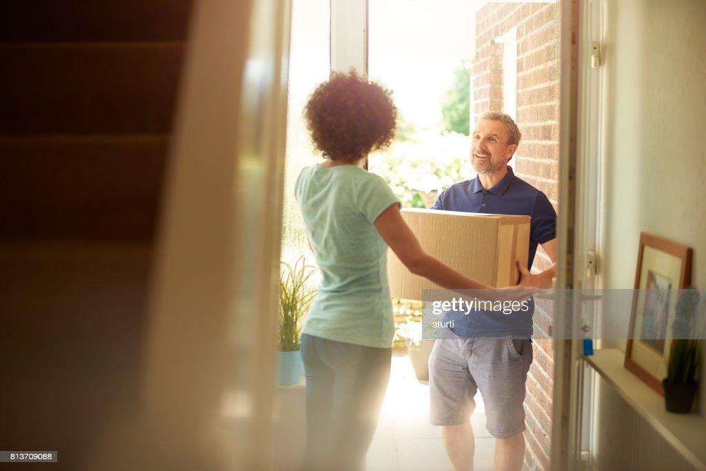 Mann an der Tür  : Stock-Foto