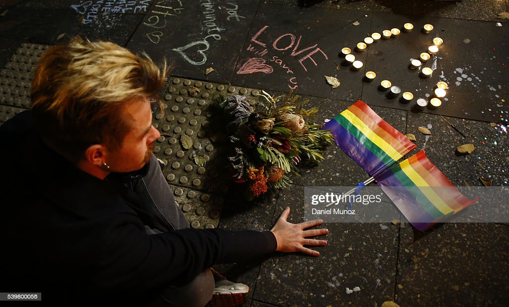 Australians Hold Candlelit Vigils For Victims Of Orlando Nightclub Shooting : ニュース写真