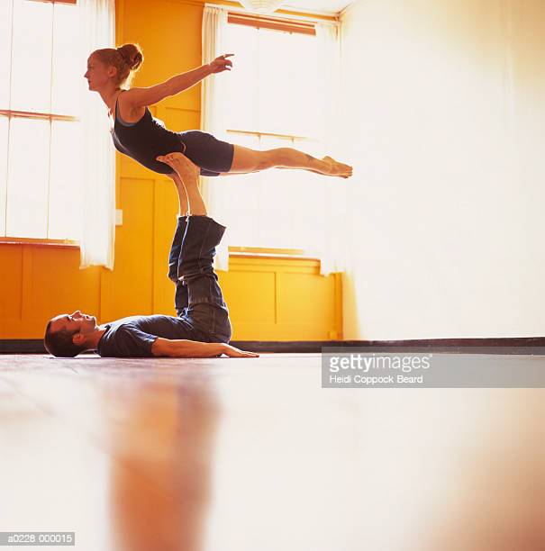 man balancing woman on legs - heidi coppock beard ストックフォトと画像