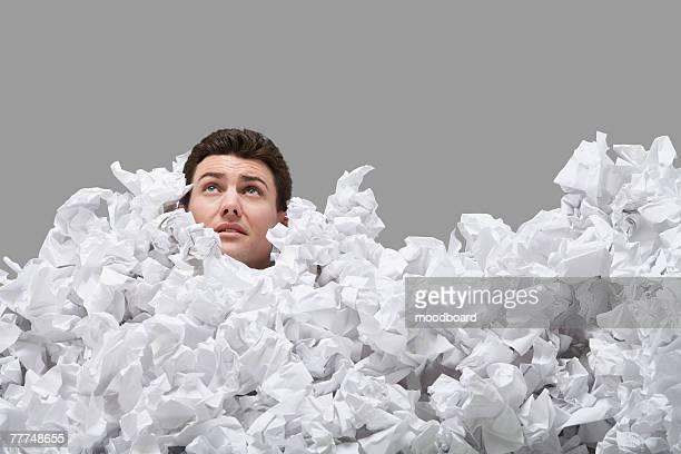 man buried in crumpled paper - 埋まる ストックフォトと画像