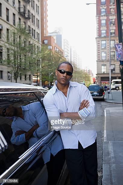 homme en limousine - actor photos et images de collection