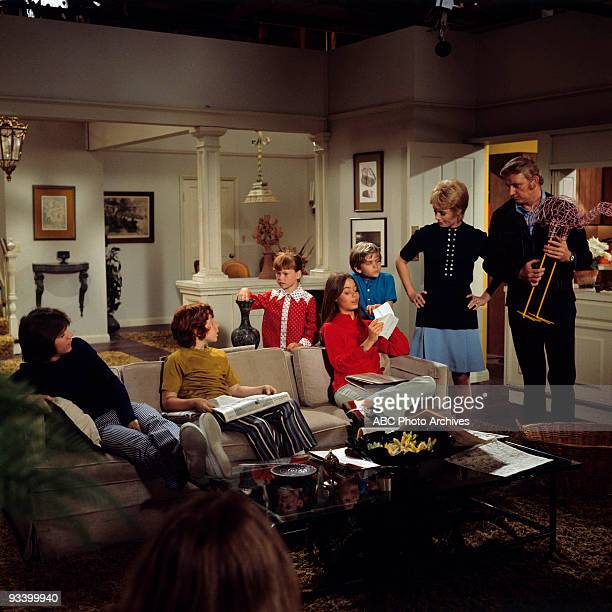 FAMILY A Man Called Snaked 10/01/71 David Cassidy Danny Bonaduce Suzanne Crough Susan Dey Brian Forster Shirley Jones Dave Madden