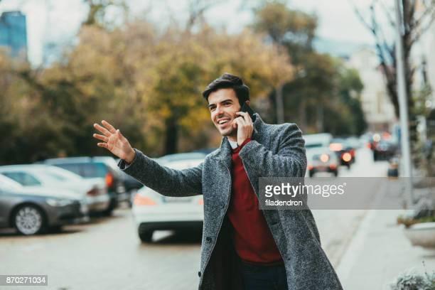 タクシーを呼び出して男