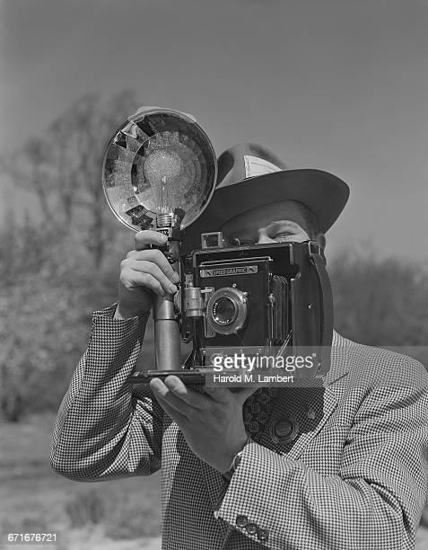 man capturing a photo - {{ contactusnotification.cta }} 個照片及圖片檔