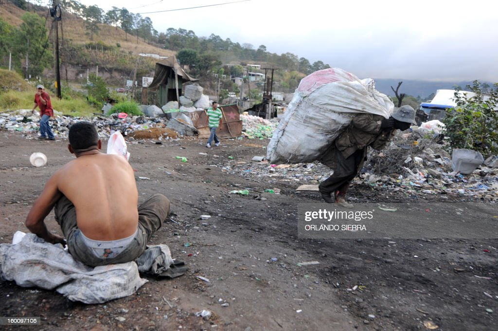 A man carries a bag with plastic bottles to be recycled in the northern outskirts of Tegucigalpa, on January 26, 2013. AFP PHOTO / Orlando SIERRA