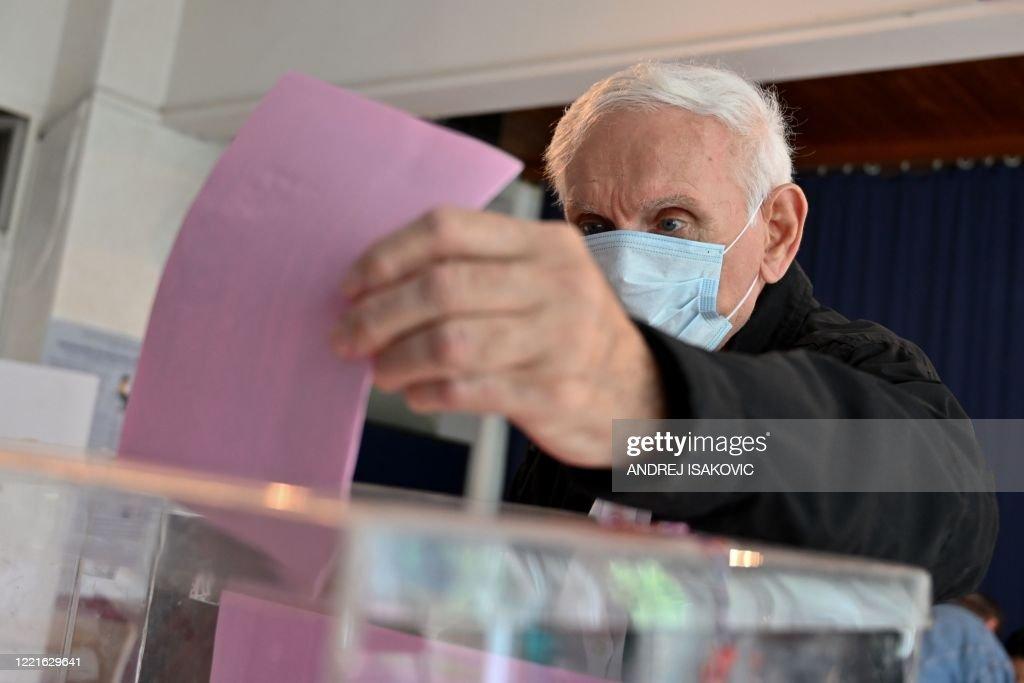 SERBIA-POLITICS-VOTE : News Photo