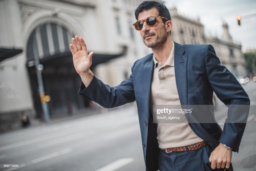 Mensch Fang Taxi auf der Straße : Stock-Foto