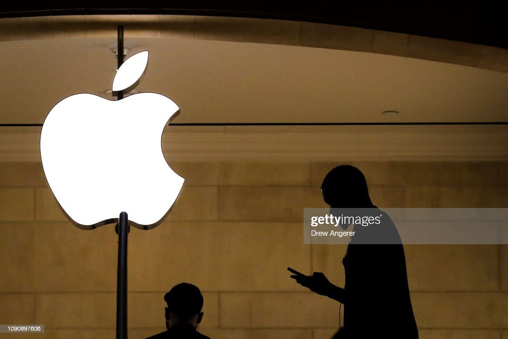 Apple To Release Quarterly Earnings After Markets Close : ニュース写真
