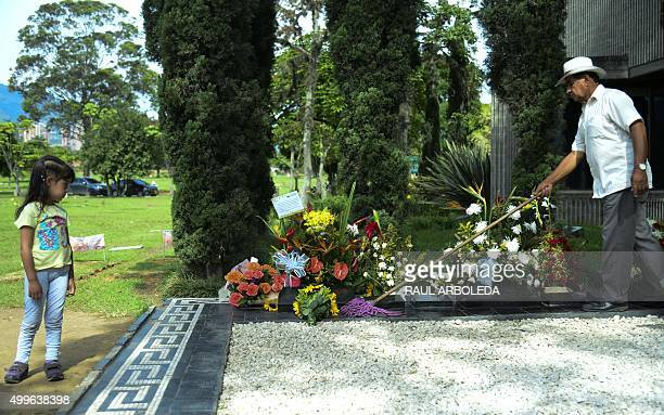 Man cleans the tomb of Colombian drug lord Pablo Escobar at the Montesacro cemetery in Medellin, Antioquia department, Colombia on December 2, 2015....