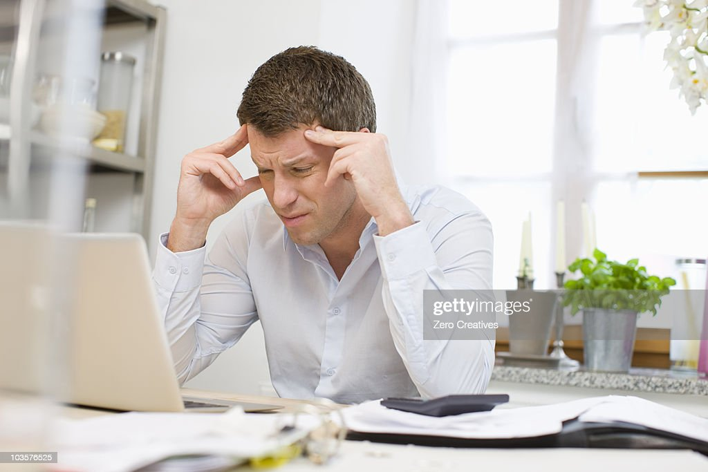 Man concentrating on a problem : Stock Photo