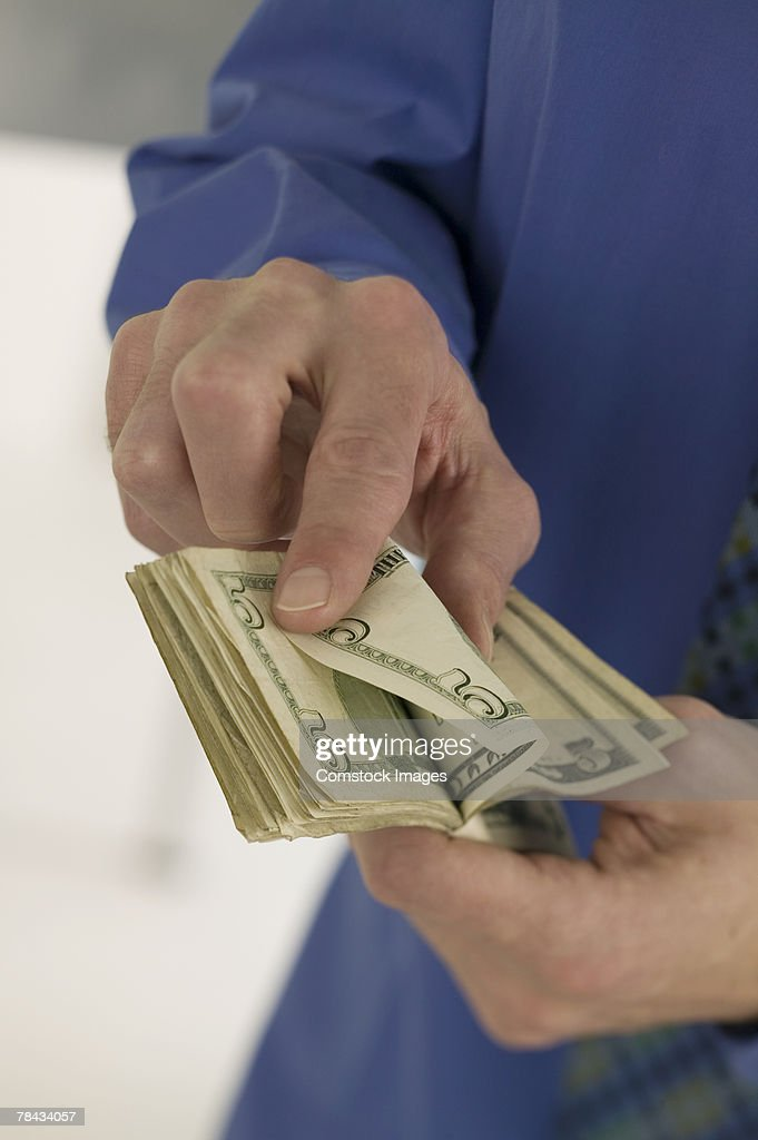 Man counting money : Stockfoto