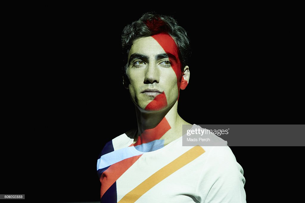 Man covered in projected colorful lines : Foto de stock