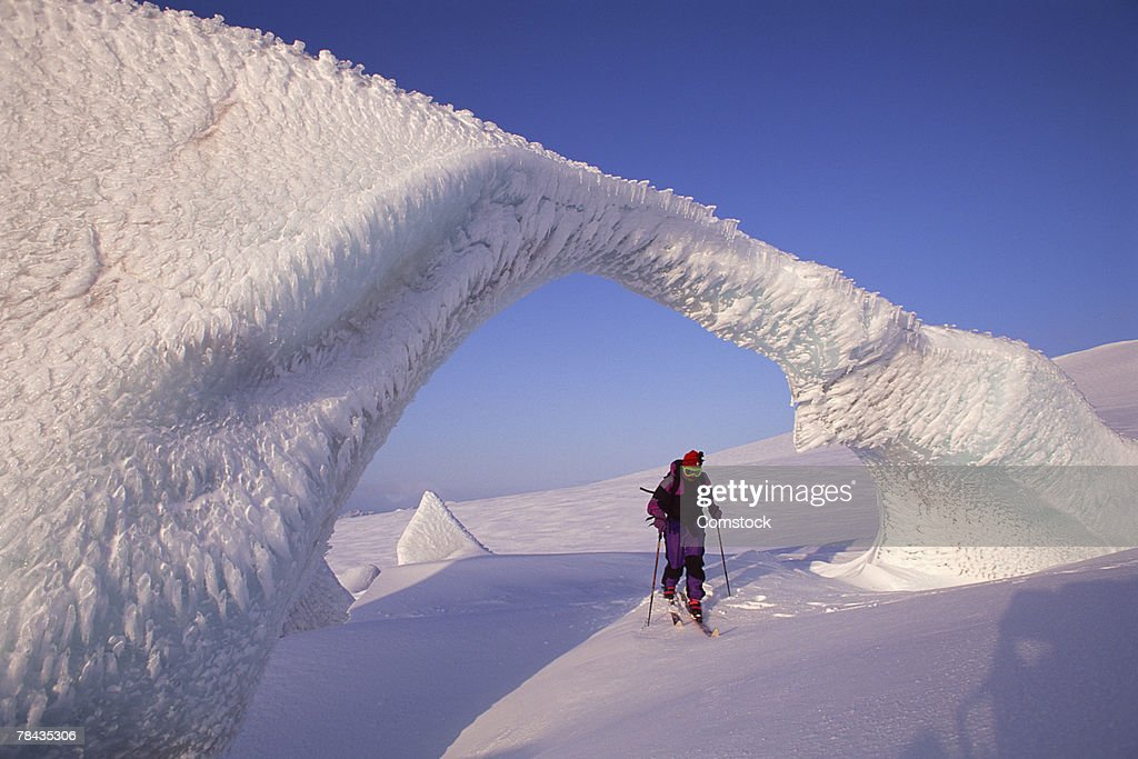 Man cross country skiing on Snaefells Jokull Volcano , Iceland : Stockfoto