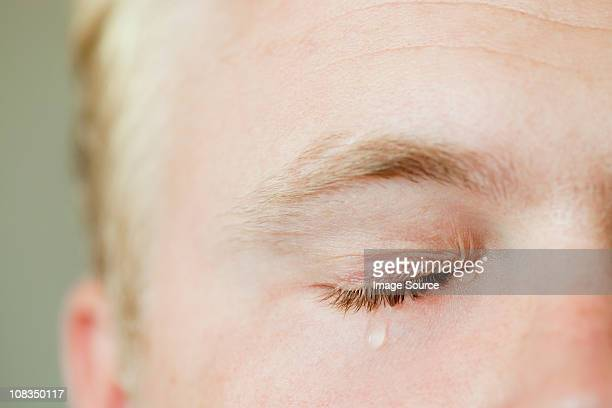 man crying - hombre llorando fotografías e imágenes de stock