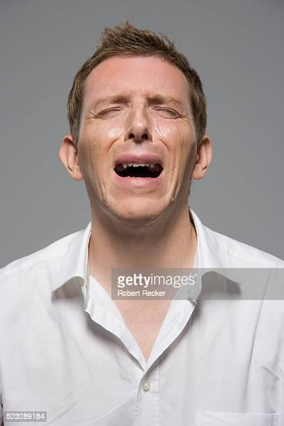man crying - 泣く ストックフォトと画像