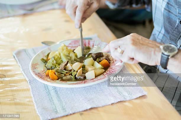 男性カットの野菜、ビーフシチュー