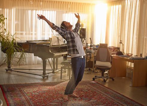 Man dancing with headphones on - gettyimageskorea