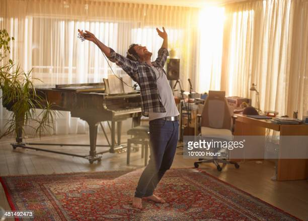 man dancing with headphones on - alegria imagens e fotografias de stock