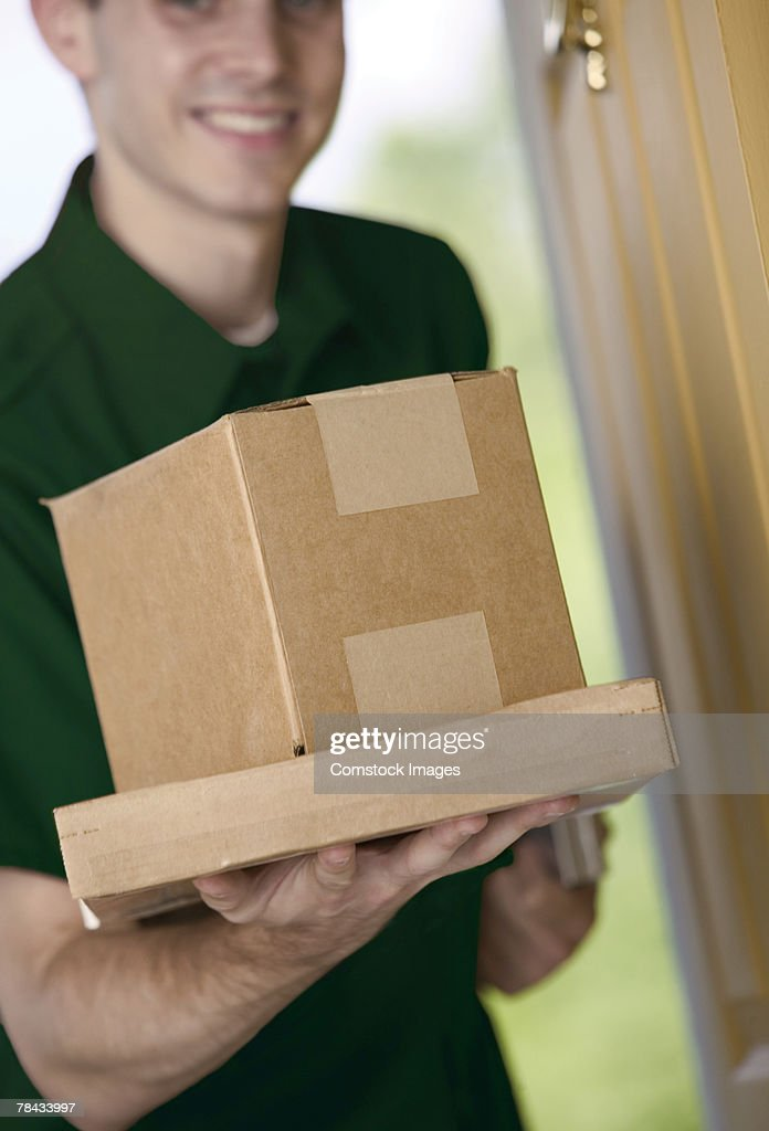 Man delivering packages : Stockfoto