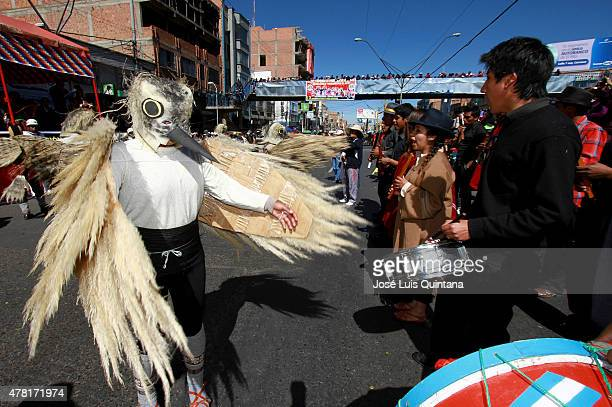 Man disguised as a bird performs Kella Kella dance on the street to celebrate the Andean-Amazonic New Year 5523 on June 21, 2015 in El Alto, La Paz,...