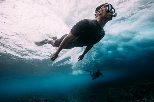Man diving below the waves - gettyimageskorea