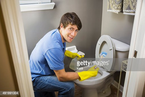 Man doing housework cleaning bathroom toilet stock photo - Como limpiar el bano ...